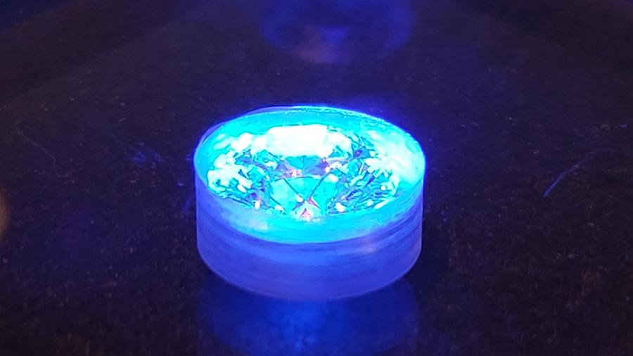 ダイヤモンド ブルーライト投射